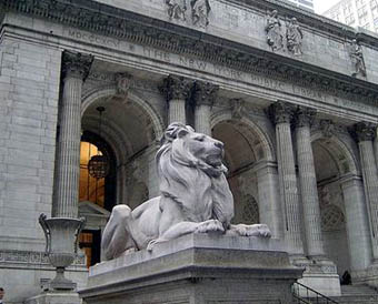 Lion statue in front of library in New York