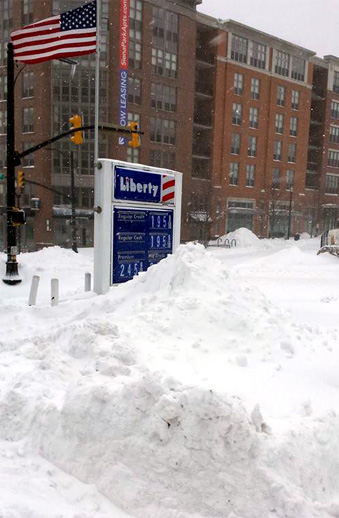 Heavy snow at a gas station in Washington DC